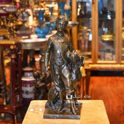 مجسمه برنزی پسر و سگ کد RL-121