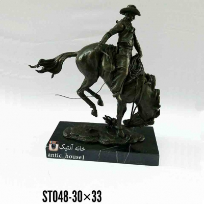 مجسمه برنزی کابوي سوار اسب وحشي کد ST-048